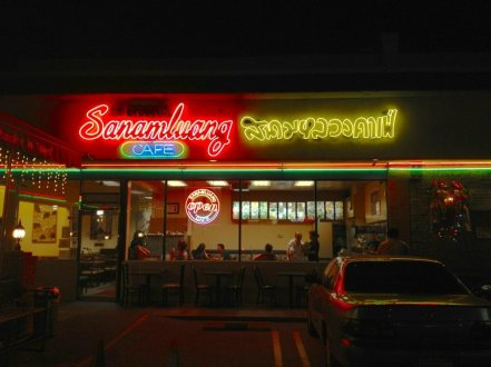 Sanamluang Cafe offers a fun late-night dining experience. (Photo Courtesy of Yelp)